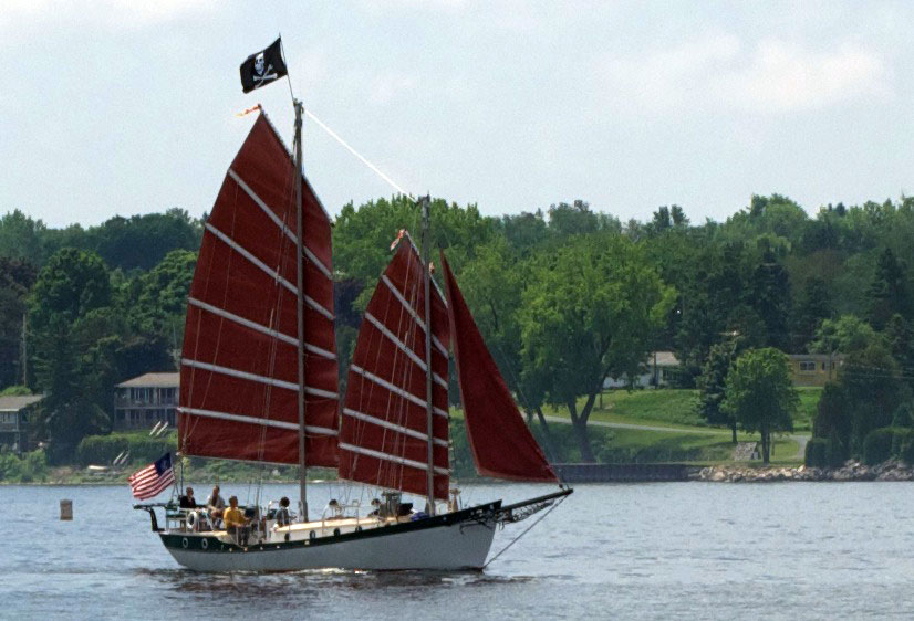 Schooner Friendly in the Green Bay